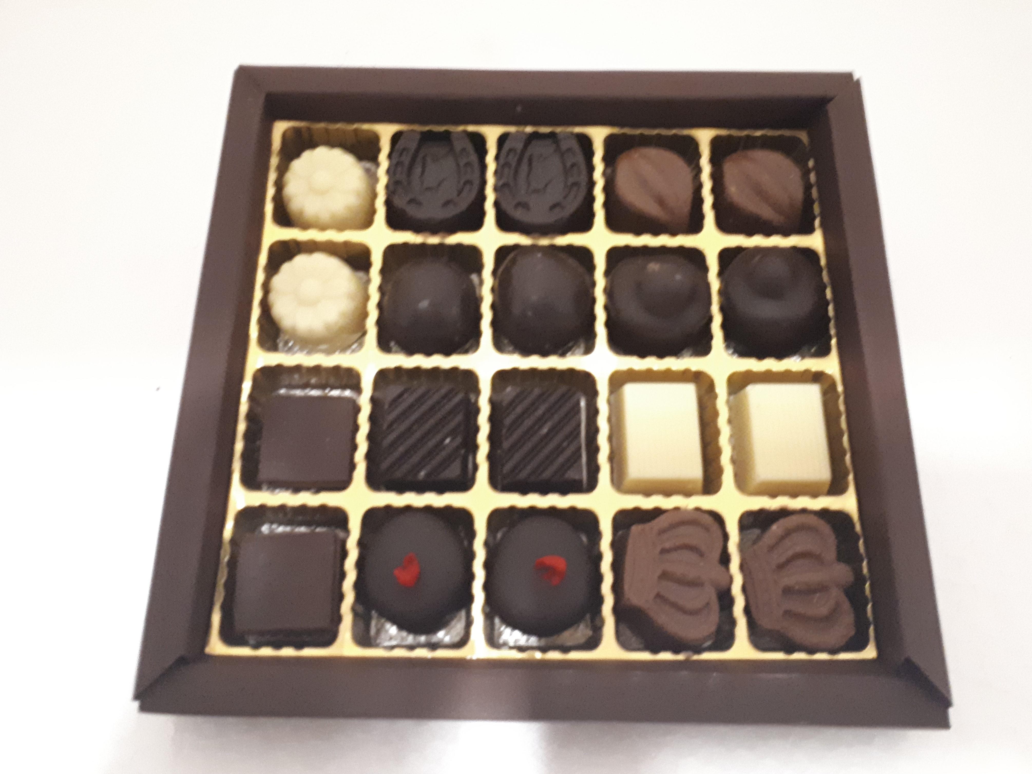 scatola quadrata 20 cioccolatini