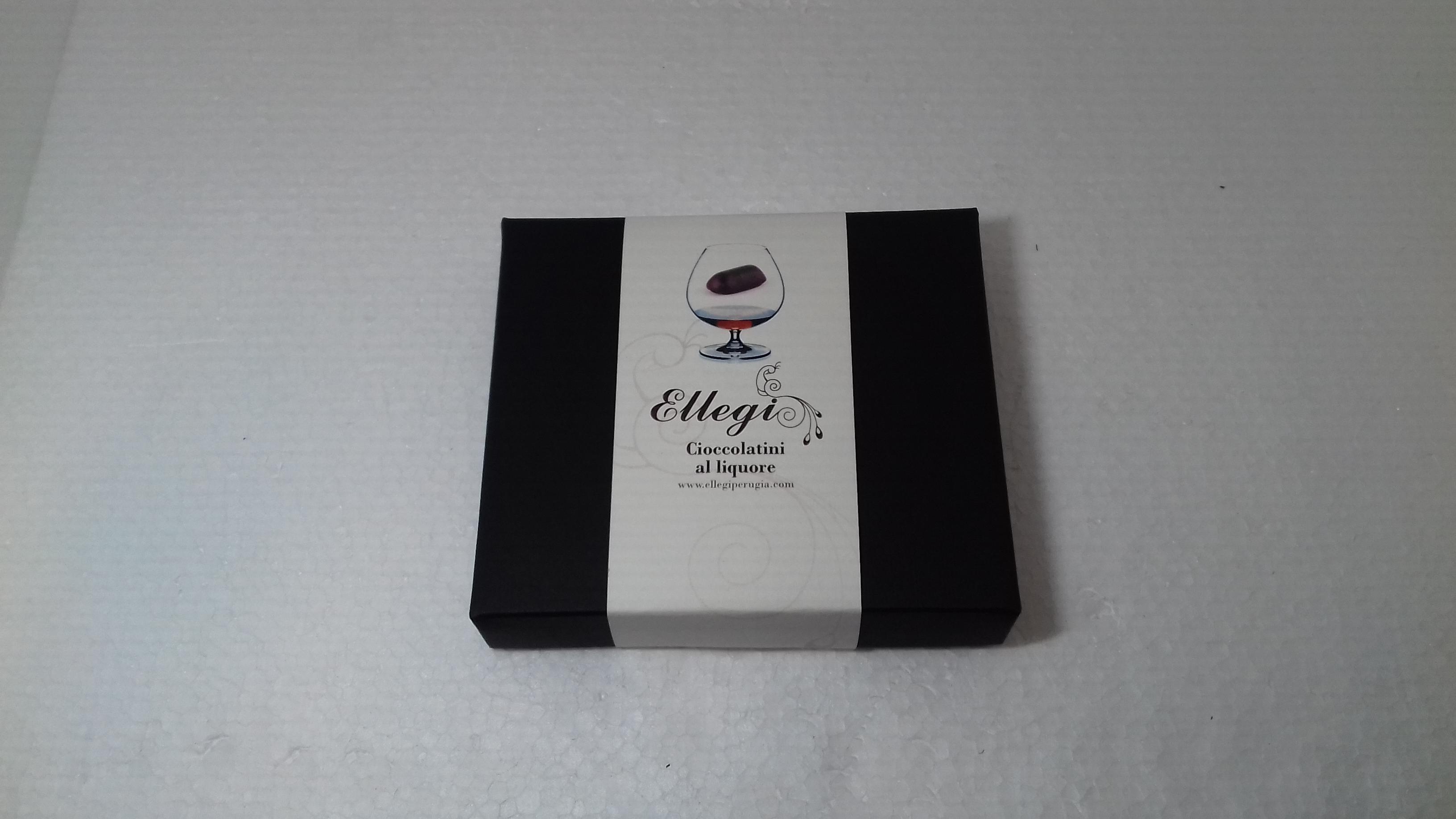 scatola quadrata cioccolatini al liquore piccola
