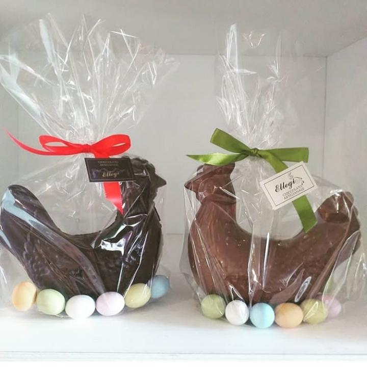 Gallina al cioccolato latte o fondente con ovetti confettati ripieni