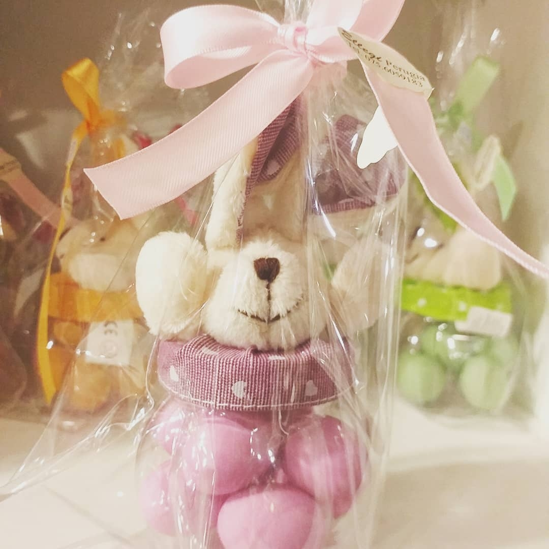 Contenitore piccola forma coniglietto con ovetti confettati