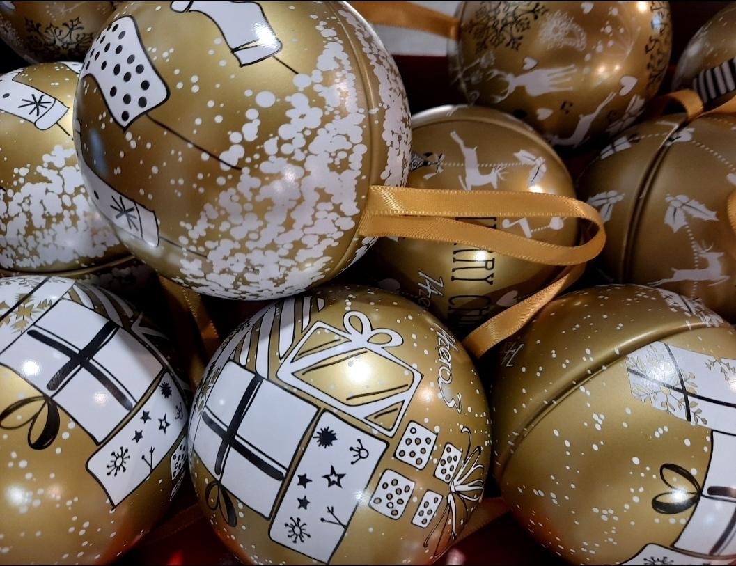 Sfera natalizia con tenerelli
