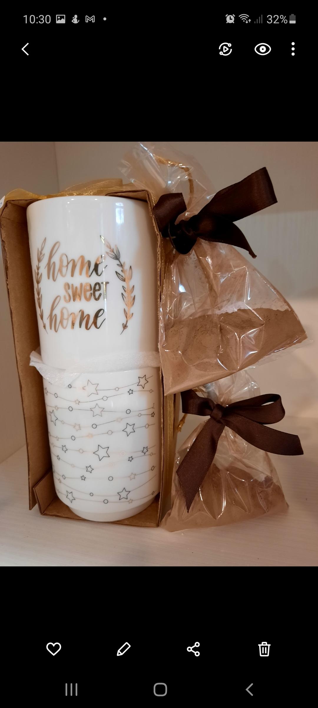 Tazze natalizie con preparato per cioccolata calda