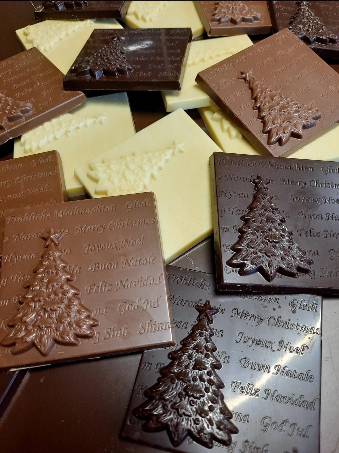 Tris mattonelline natalizie al cioccolato bianco latte e fondente