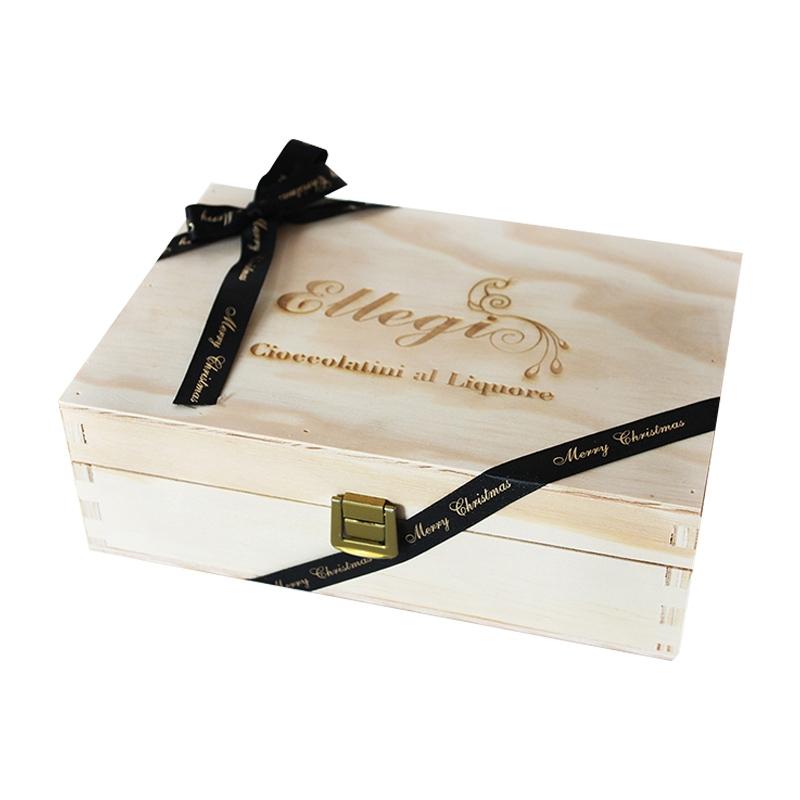 Confezione in legno grande con cioccolatini al liquore artigianali