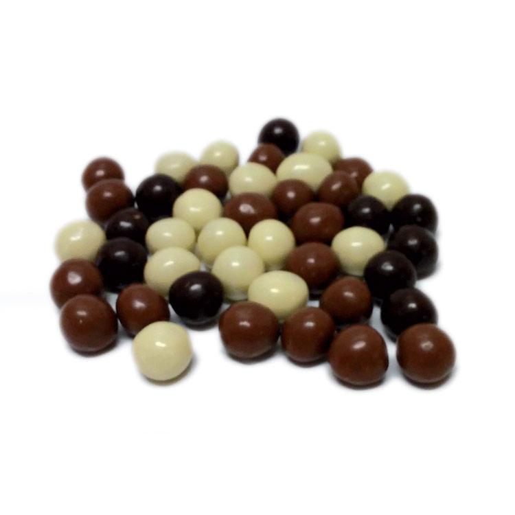 Dragees assortiti al cioccolato bianco latte e fondente